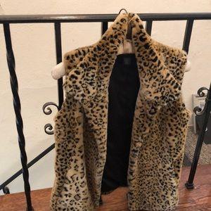 Cheetah vest, faux fur, hip-length, sleeveless.
